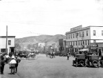 By 1920, Drumheller's main street was bustling with businesses, horse drawn wagons, cars and pedestrian traffic—a result of a flourishing coal industry and a rail line. (Provincial Archives of Alberta A15275).