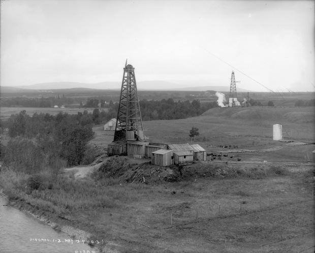 The Dingman No. 1 and Dingman No. 2 wells on the banks of the Sheep River, Turner Valley, 1914. These two wells ushered in Alberta's first major oil boom, which saw the drilling of hundreds of wells and the establishment of numerous communities in the Turner Valley region. (Provincial Archives of Alberta, P1304.)