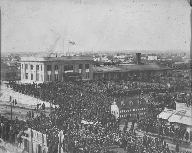 Soldiers in the 49th Battalion return to Edmonton, Alberta from Europe after the end of the First World War. March 22, 1919 (Provincial Archives of Alberta, A18513)