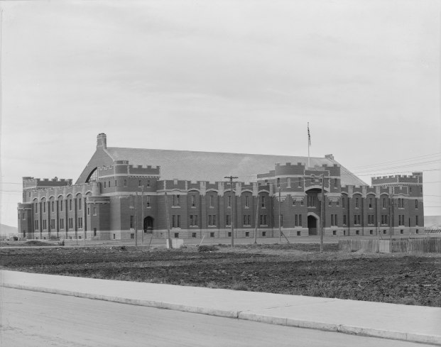Mewata Armoury (Provincial Archives of Alberta, P.4017).