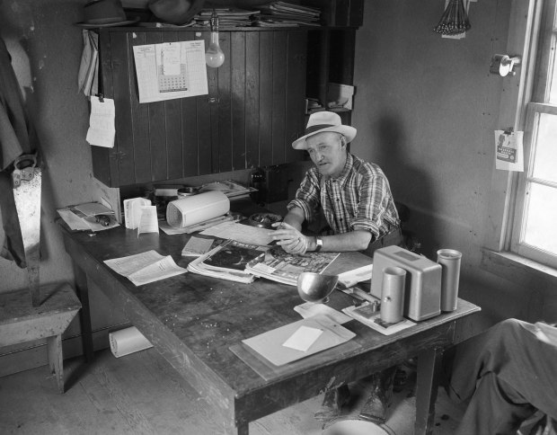 The elevator agent in his office was at the heart of the community, 1950s. (Glenbow Archives, Photo: Glenbow Archives, NA-4510-707.)