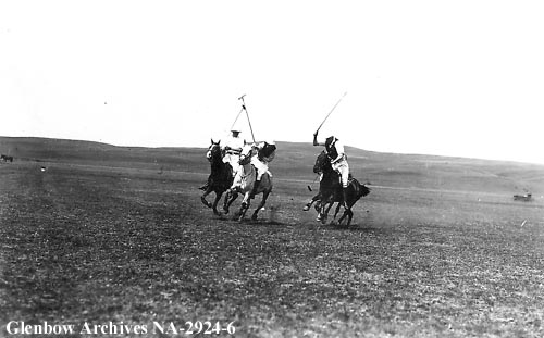 Polo players at Cochrane, Alberta, ca.1913 (Glenbow Archives, NA-2924-6).
