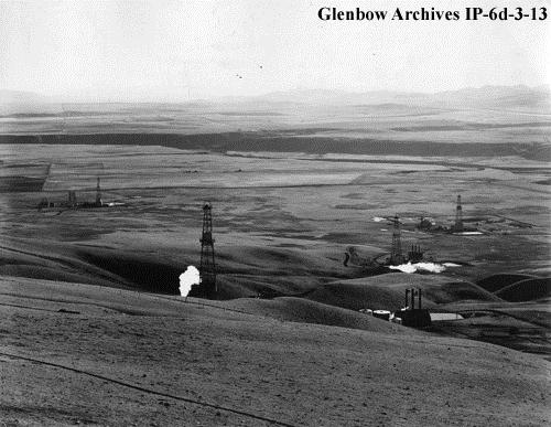 View from the Longview Hill, November 1936. The oilfield community of Longview, or Little New York, was established near the foot of this prominent hill. (Glenbow Archives, IP-6d-3-13).