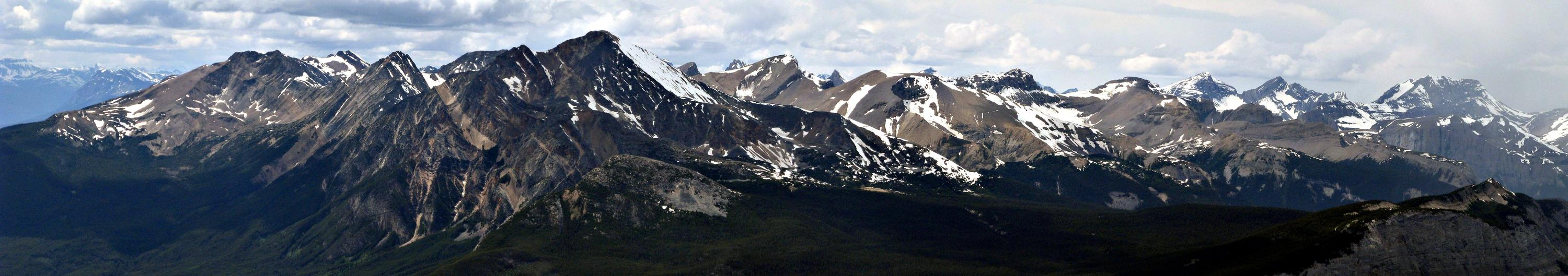 Looking west to the Victoria Cross Ranges (Image courtesy of Mountain Nerd on Summit Search)