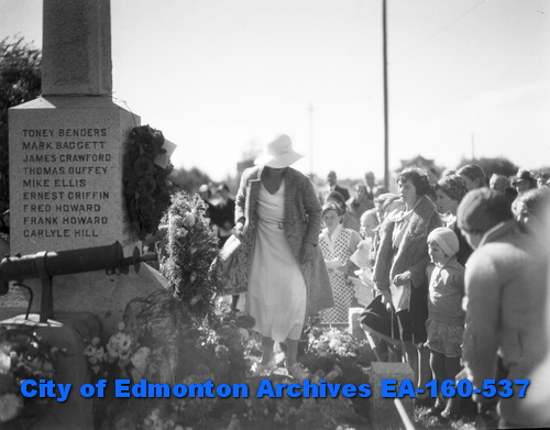 Beverly War Memorial, September 1933 (City of Edmonton Archives, EA-160-537).