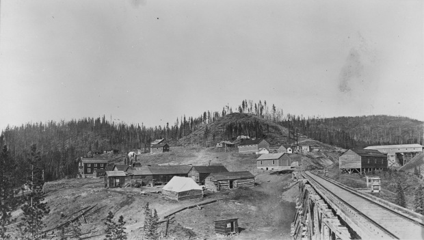 Part of the Yellowhead site, likely during the mid-to-late stages of mine development (Photo Credit: Provincial Archives of Alberta, Edmonton, PR1991.0312 A19987)