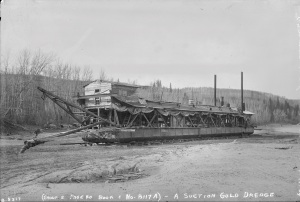 A suction gold dredge at rest along the North Saskatchewan River at Edmonton, 1904. Source: Provincial Archives of Alberta, B5317