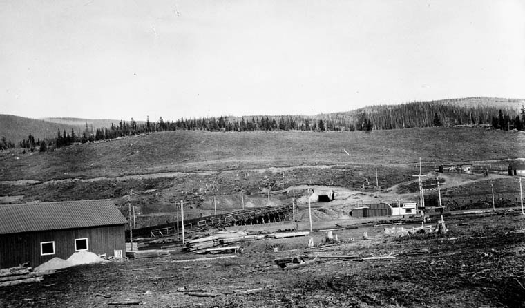 Tunnel entry, Brazeau Collieries, Nordegg, AB, 1916. Source: Library and Archives Canada, MIKAN 3373297