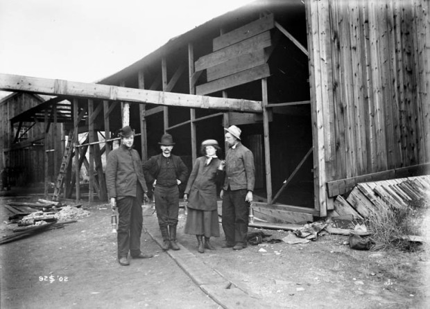 Mouth of Pit, Anthracite Coal Mine, Banff AB, 1902. Source: Library and Archives Canada, MIKAN 3373370
