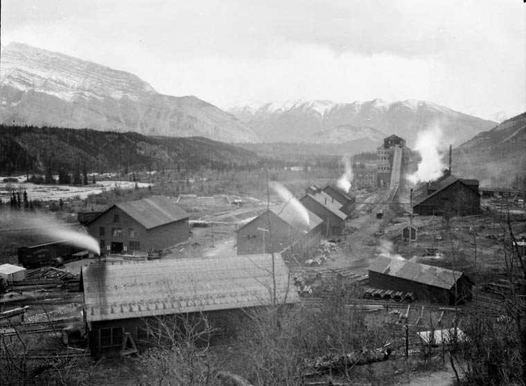 Bankhead Mine, Bankhead, AB, 1909. Source: Library and Archives Canada, MIKAN 3373432