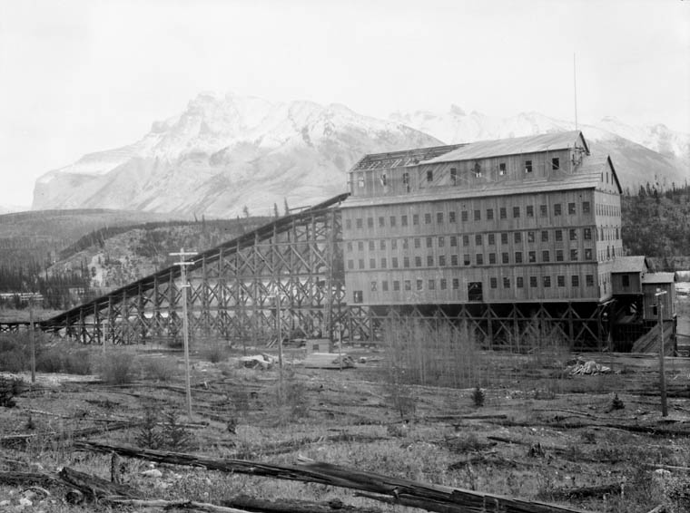 Bankhead (Coal) Mine, Bankhead, AB, 1909. Source: Library and Archives Canada, MIKAN 3373435