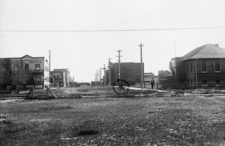 A rare 1919 view south along 53 Street provides an important early record of the Taber Courthouse, at far right, as built to its ultimate design by Provincial Architect William Blakey.