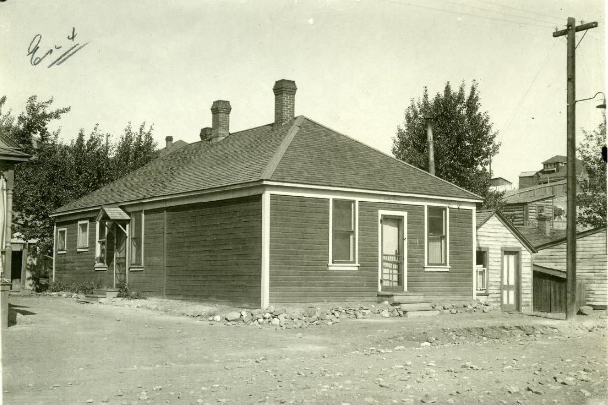 The Alberta Provincial Police Building as it appeared in late 1922 after the murder of Constable Stephen Lawson. Source: Crowsnest Museum.